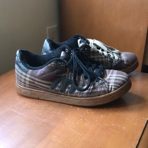Etnies plaid skate shoes